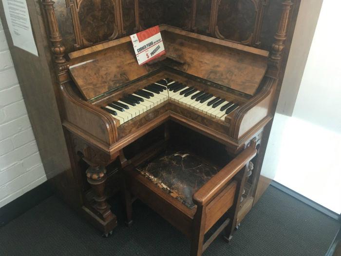 Угловой рояль. | Фото: AdictaMente.