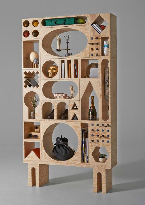 Креативный деревянный стеллаж.