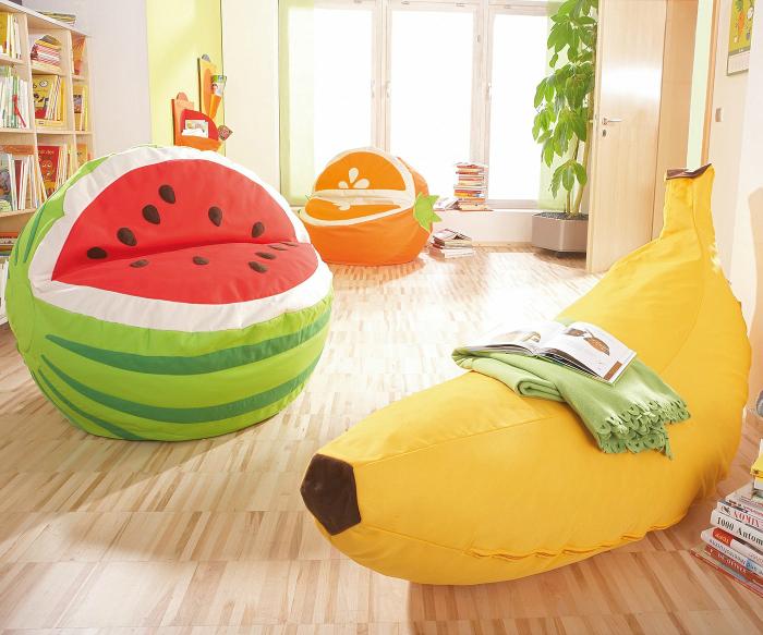 Диваны и кресла в виде ягод и фруктов.