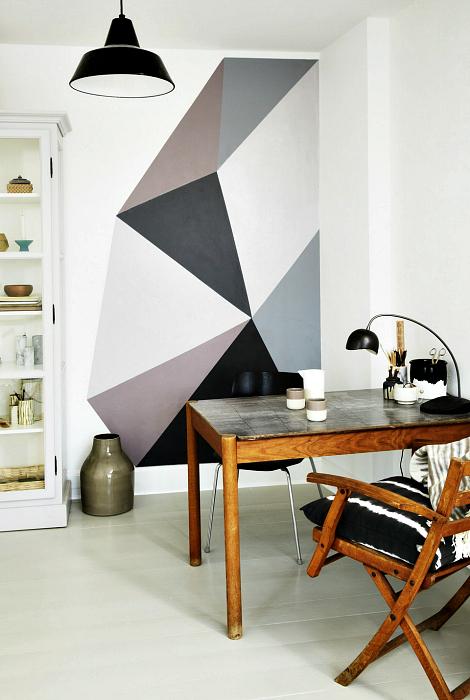 Геометрический декор стены.