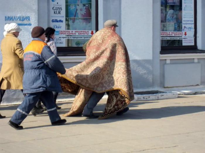 Мужчина в ковре.