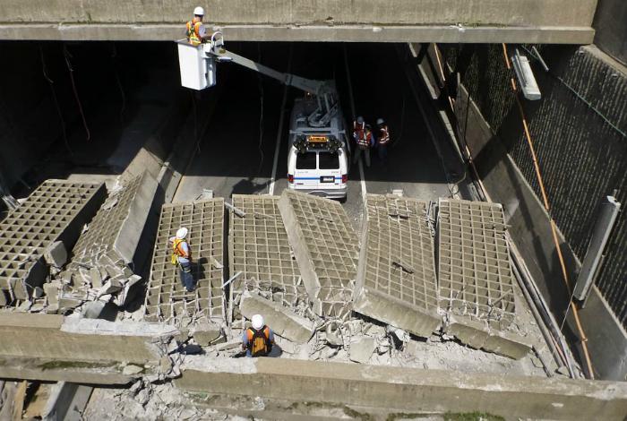 Из-за устаревшей инфраструктуры в тоннеле Виль-Мари на дорогу рухнула бетонная плита, которая была частью бетонной конструкции, установленной для того, чтобы глаза водителей быстрее адаптировались к темноте в тоннеле. К счастью, в аварии никто не пострадал.