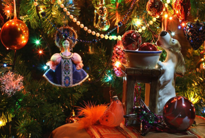 Запрещено использовать гирлянды после новогодних праздников.