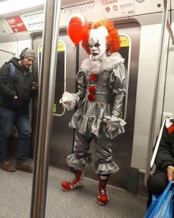 Пугающий клоун.