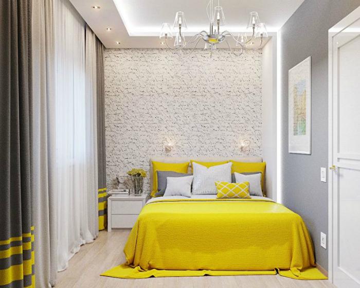 Светлая спальня с желтыми деталями.