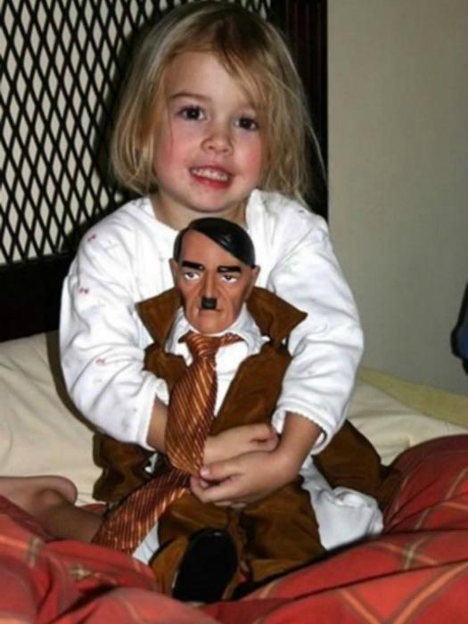 Известный тиран стал детской игрушкой.