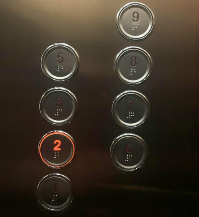 Лифт без кнопки «4». | Фото: Всяко.нет.