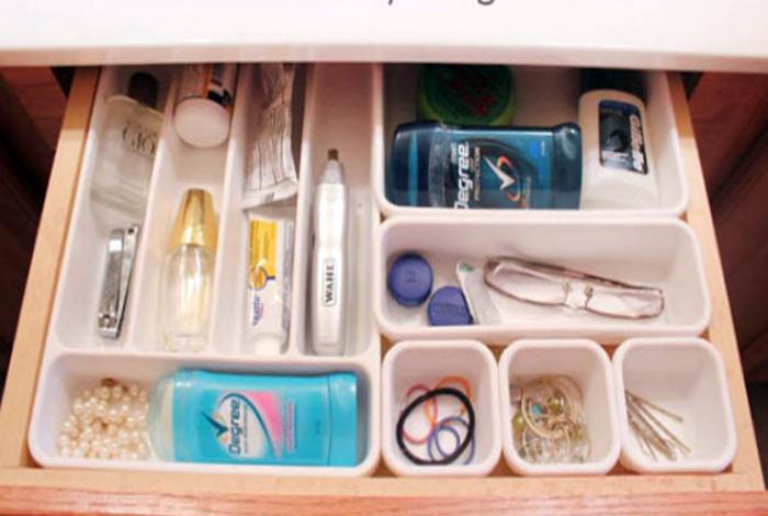 Организация хранения мелочей в ящике.