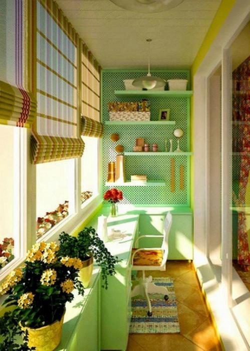 Солнечный балкон в зеленых тонах. | Фото: Idealista.