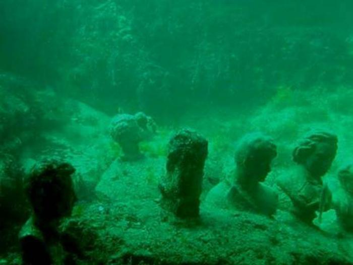 Бюсты, найденные в океане.