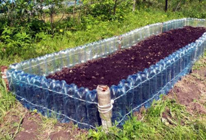 Грядка с пластиковым бортиком. | Фото: www.studiofmp.com.