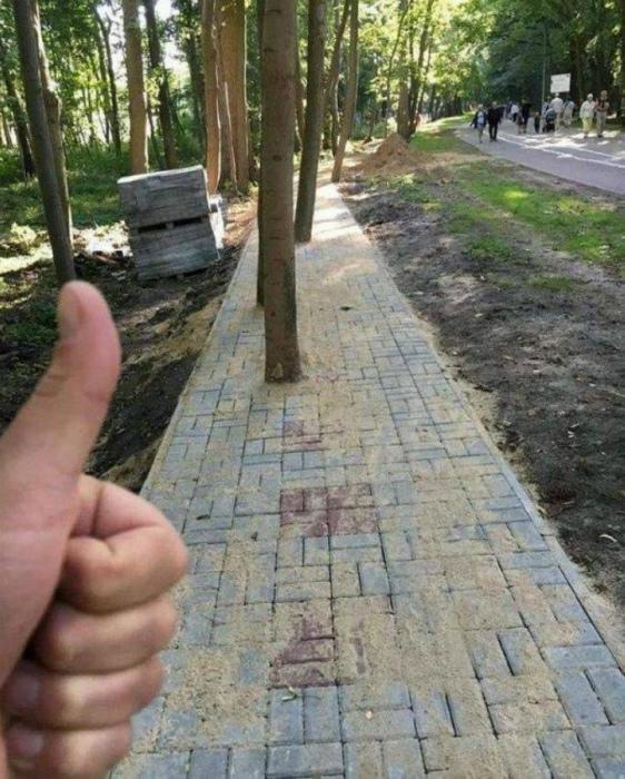 Этот тротуар очень «эко-френдли», как принято сейчас говорить! | Фото: voffka.com.