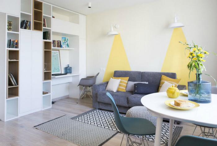 Очаровательная светлая гостиная в скандинавском стиле.