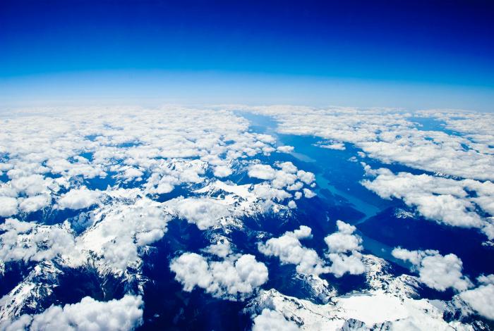 Река в море облаков. Фотограф: Джонатан Найтингейл.