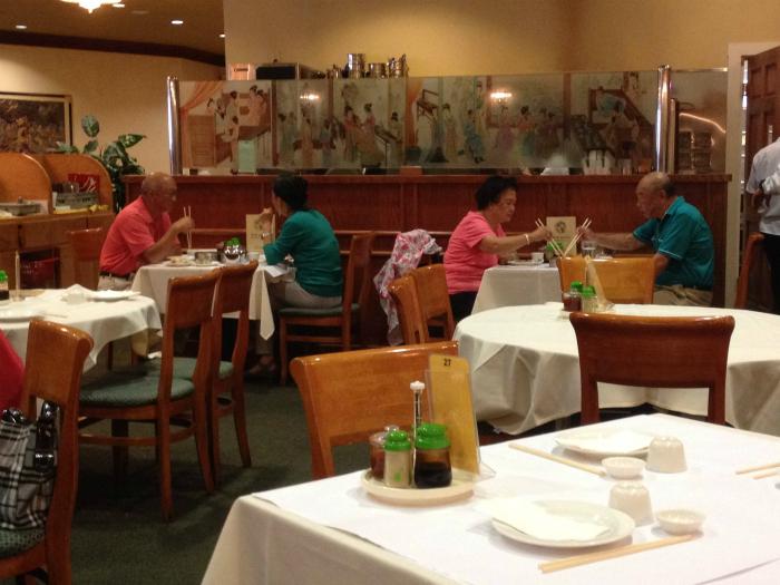 Посетители ресторана.