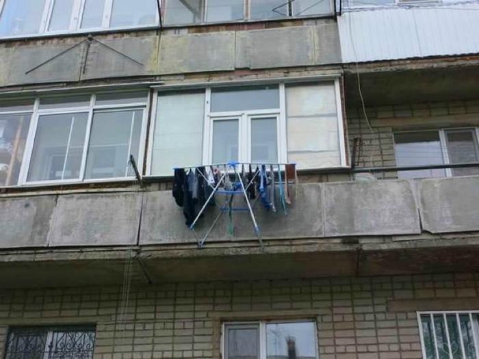 Балкон с сушилкой. | Фото: eBaum's World.