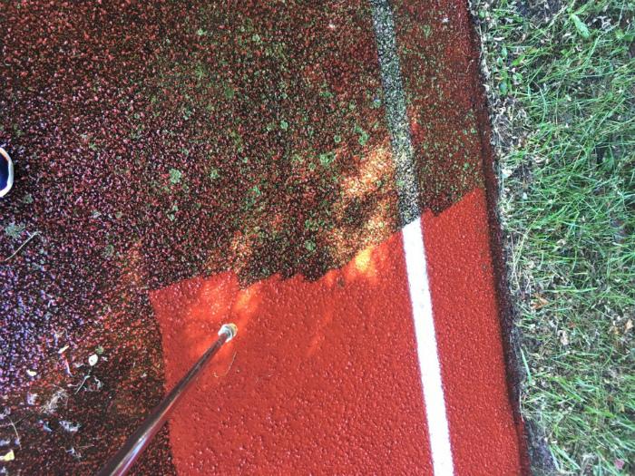 Генеральная уборка беговой дорожки. | Фото: Shareably.