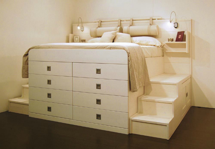 Спальное место на комоде.