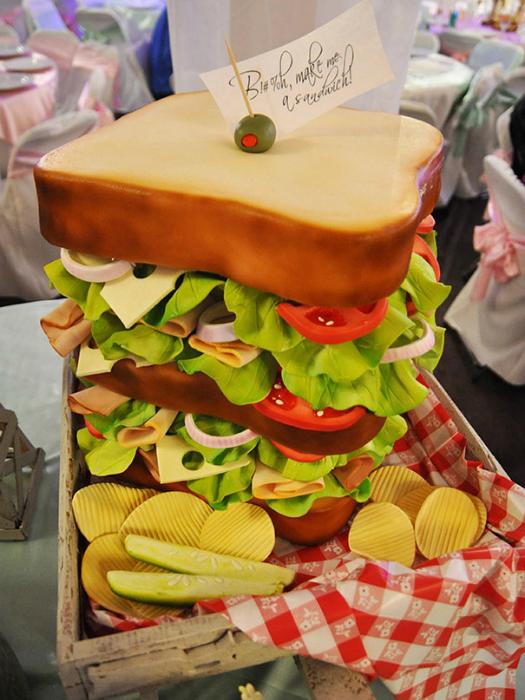 Огромный сладкий сэндвич, который придется по вкусу любителю фаст-фуда.