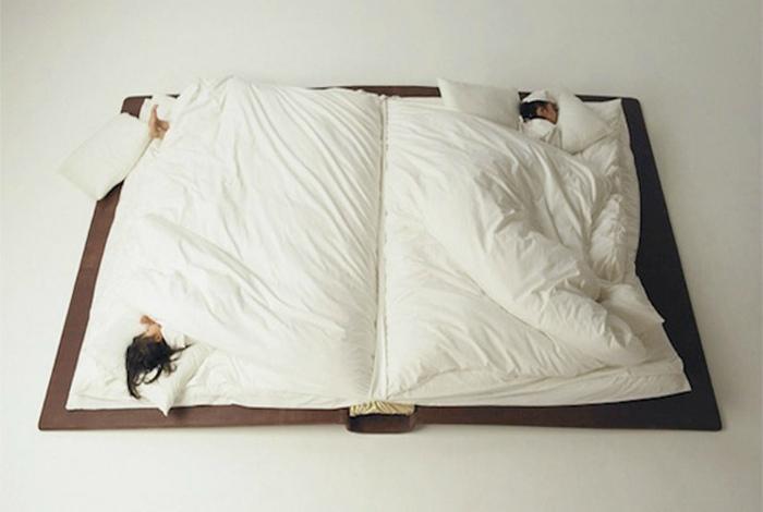 Кровать в виде книги.