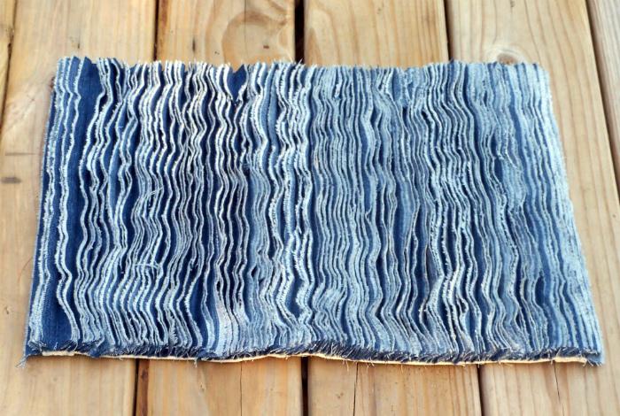 Коврик из джинсовой ткани.