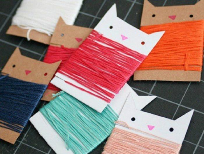Карманныя катушки для ниток из картона в виде кошачьих мордашек.
