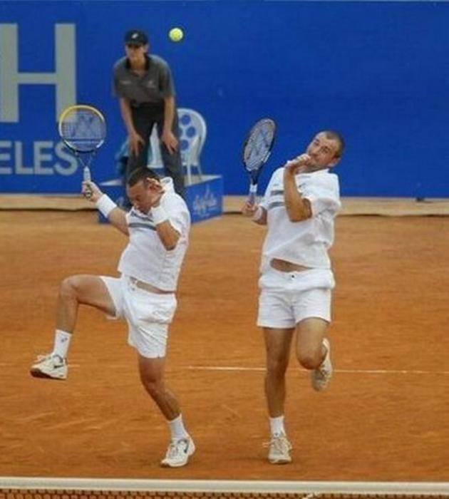 Веселые теннисисты.