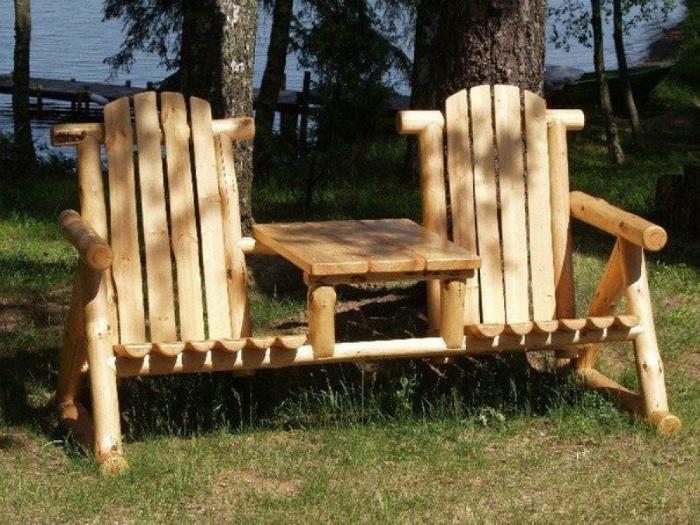 Стулья и столик из дерева. | Фото: Decoratorist.