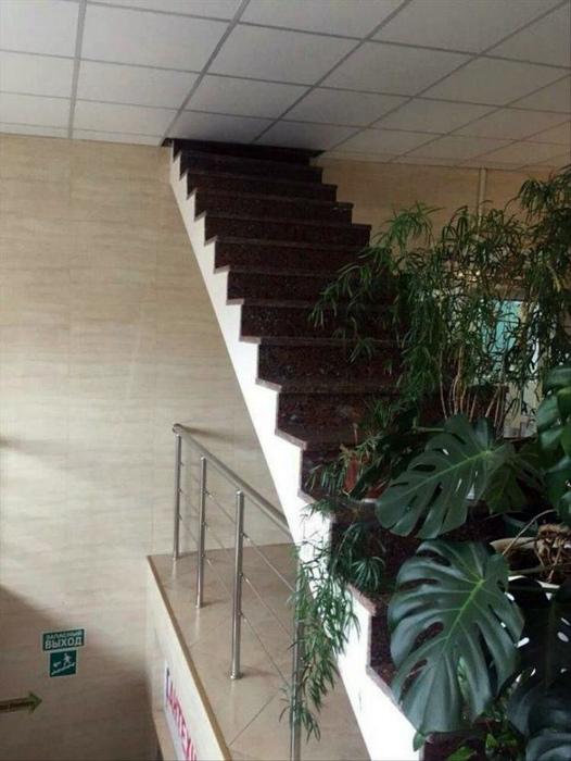 Таинственная лестница в никуда.