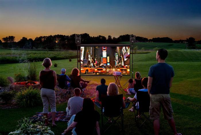 Кинотеатр под открытым небом. | Фото: E-w-e.ru.
