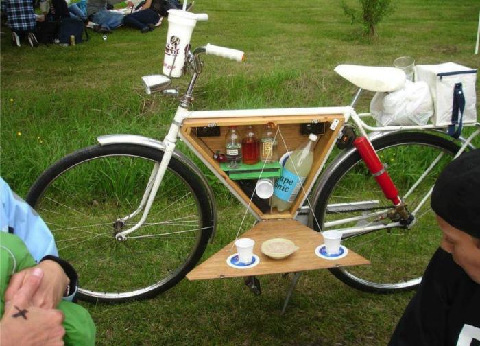 Велосипед с откидным столиком.