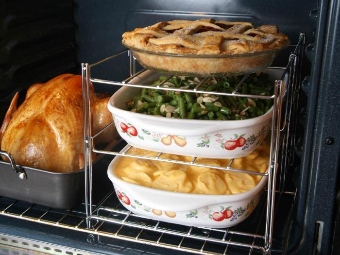 Конструкция из нескольких металлических полочек, позволяющая готовить в духовке несколько блюд одновременно.