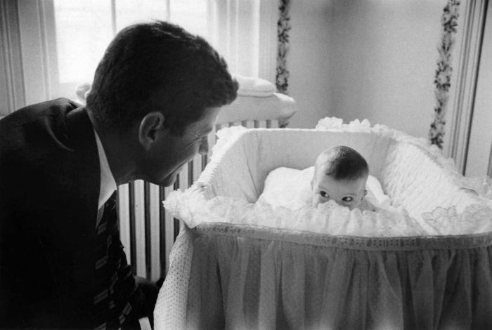 35-й президент Америки и его маленькая дочка Кэролайн, 1958 год.