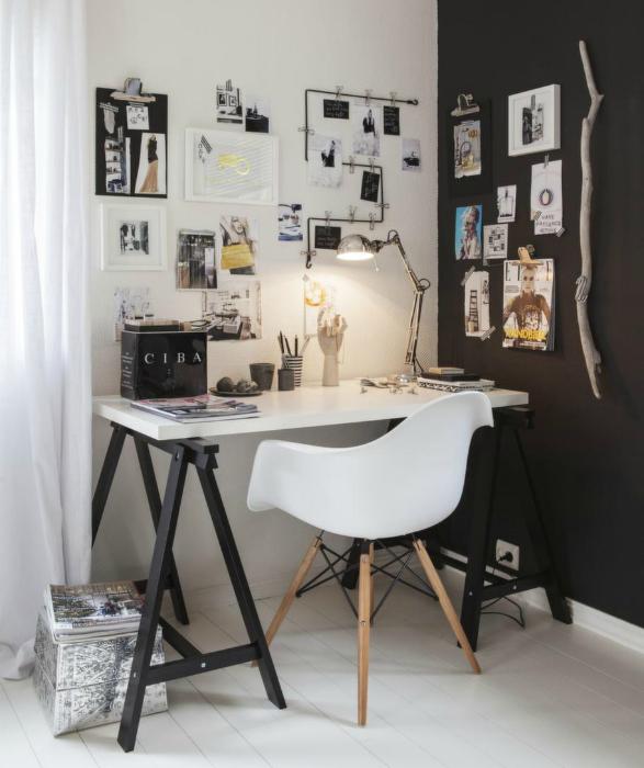 Скромный кабинет в черно-белых тонах.