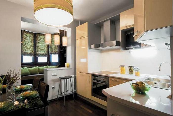 Кухня, совмещенная с балконом.