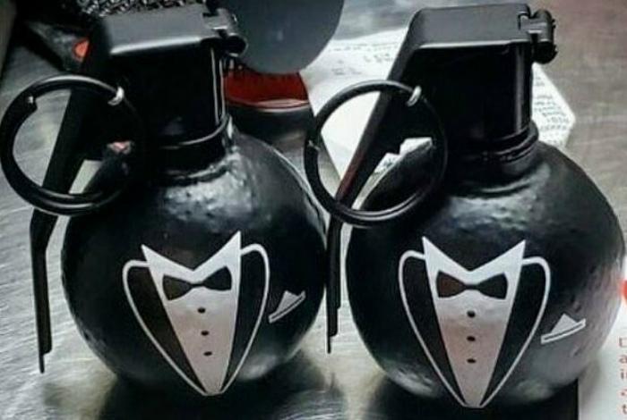 Бутафорские сувенирные гранаты. | Фото: Фишки.нет.