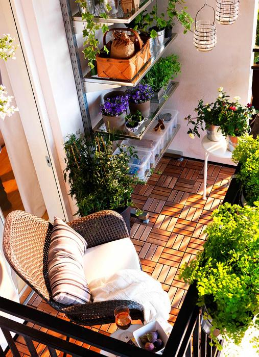 Стеллаж для растений на балконе. | Фото: Meeha Meeha.