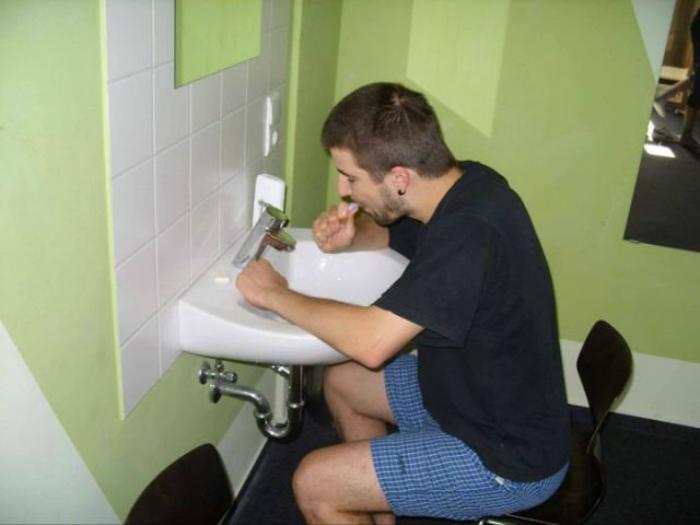 Стульчик в ванне. | Фото: bugaga.ru.