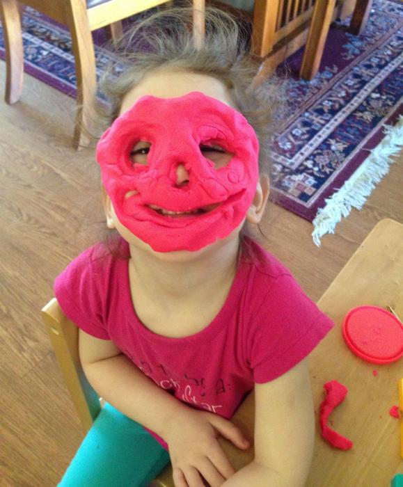 Нанесла маску. | Фото: Поросёнка.нет.