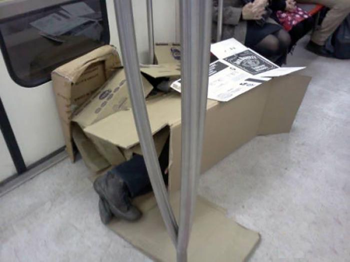Есть человек в футляре, а тут - человек в коробке.