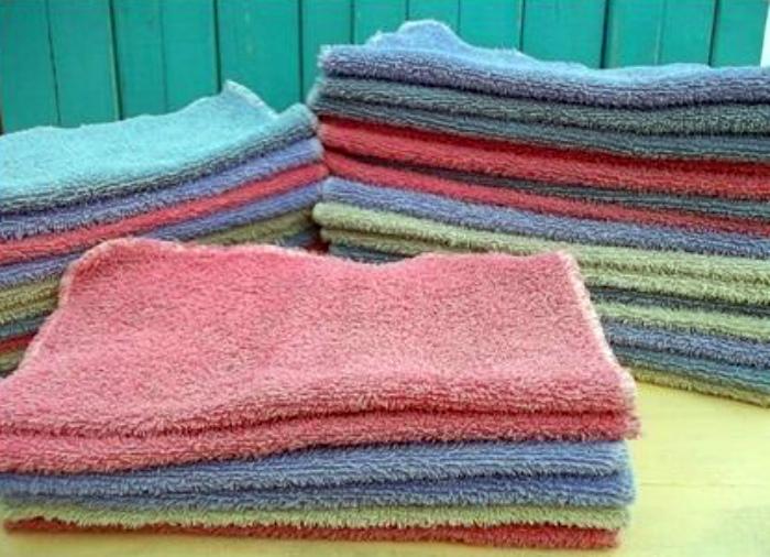Выцветшие и дырявые полотенца.