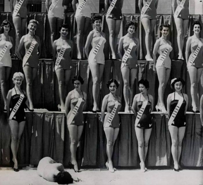 1954 год. Мисс Новая Зеландия падает в обморок во время конкурса Мисс Вселенная.