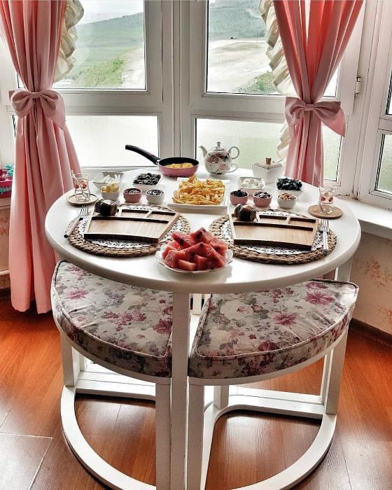 Гарнитур из стола и стульев. | Фото: Pinterest.