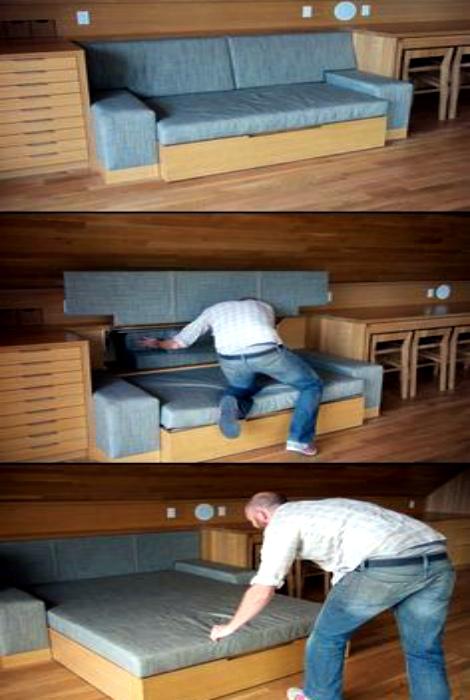 Компактный раскладной диван.