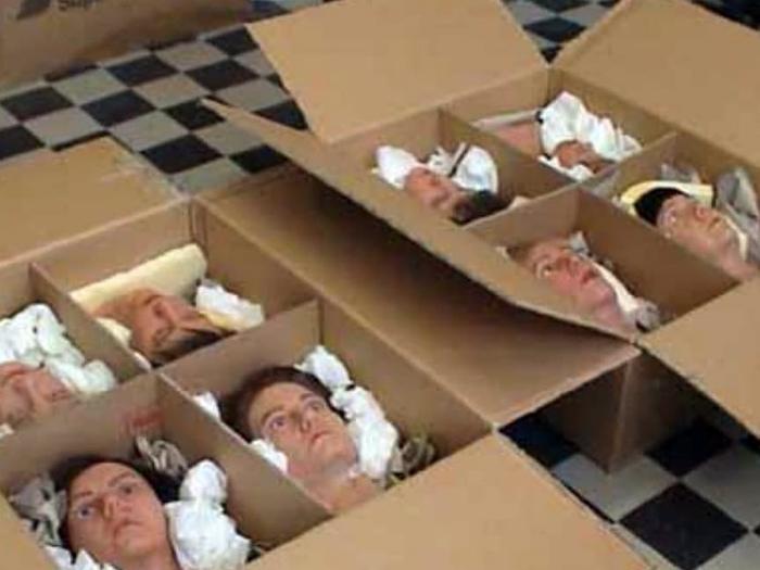 18 человеческих голов.