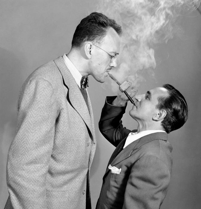 Трубка, которая позволяет курить вдвоем. 1949 год.