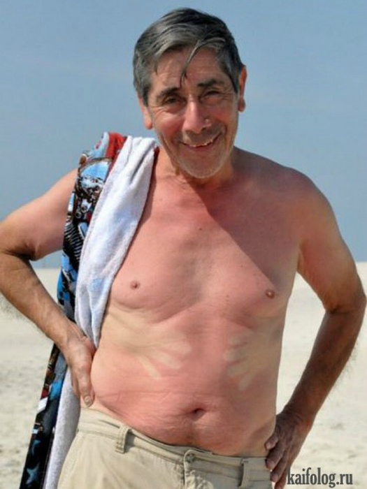 Этот мужчина на пляже обзавелся еще одной парой рук на пляжа
