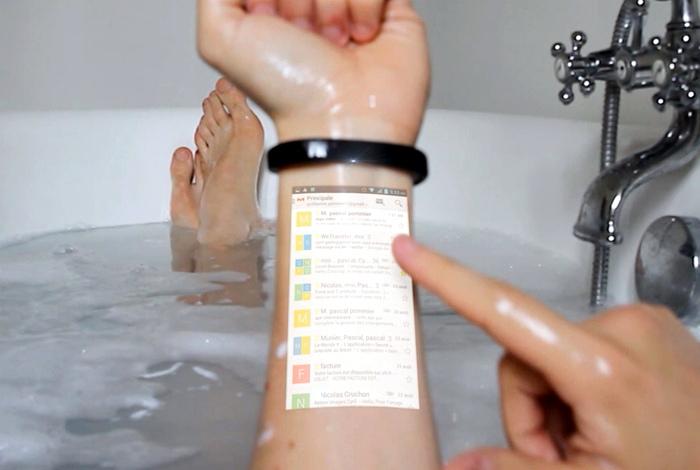 Умный браслет-проектор Cicret.