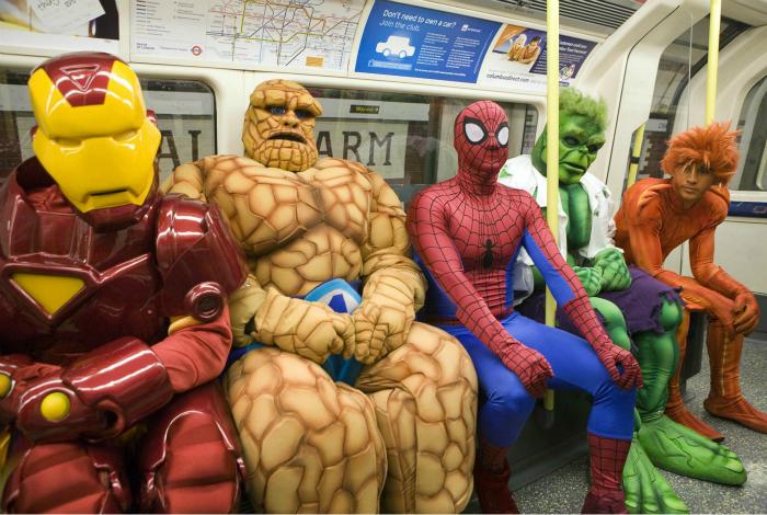 Супергерои в вагоне метро.