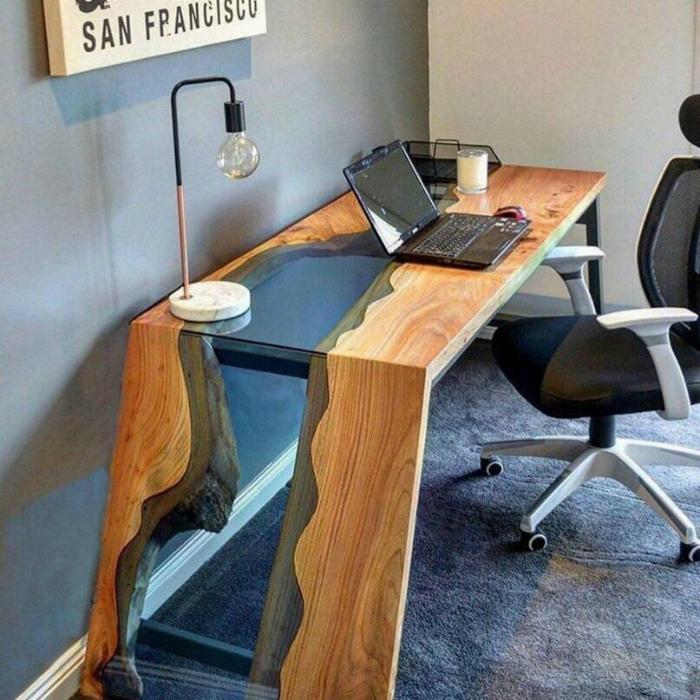Рабочий стол в рустикальном стиле.